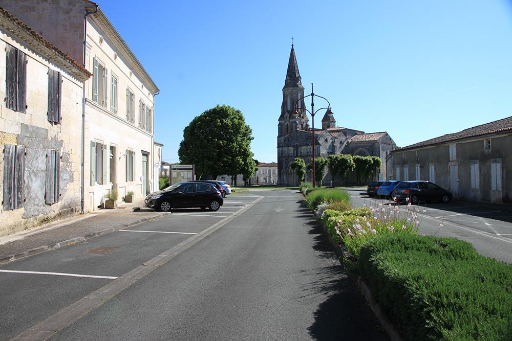 Tesson - Place Monconseil et église