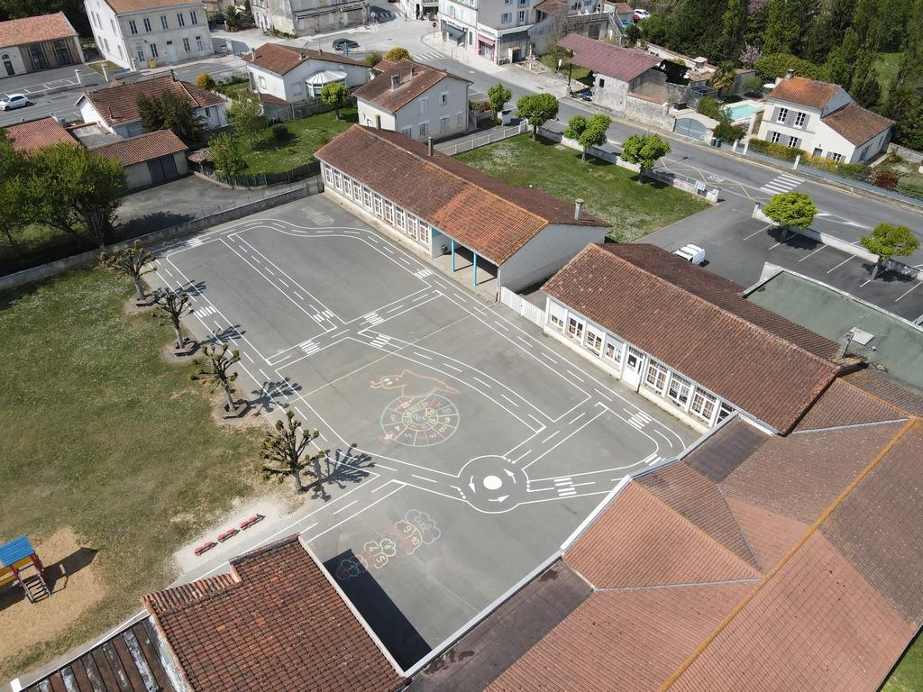 Tesson - Ecole - vue aérienne
